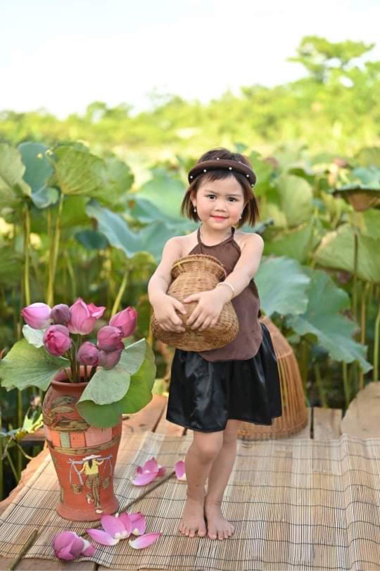 37391e51 d264 4b60 9eb8 5cb1d7cafcda 163223142311929551230 Tan chảy với những nàng công chúa tí hon siêu đáng yêu
