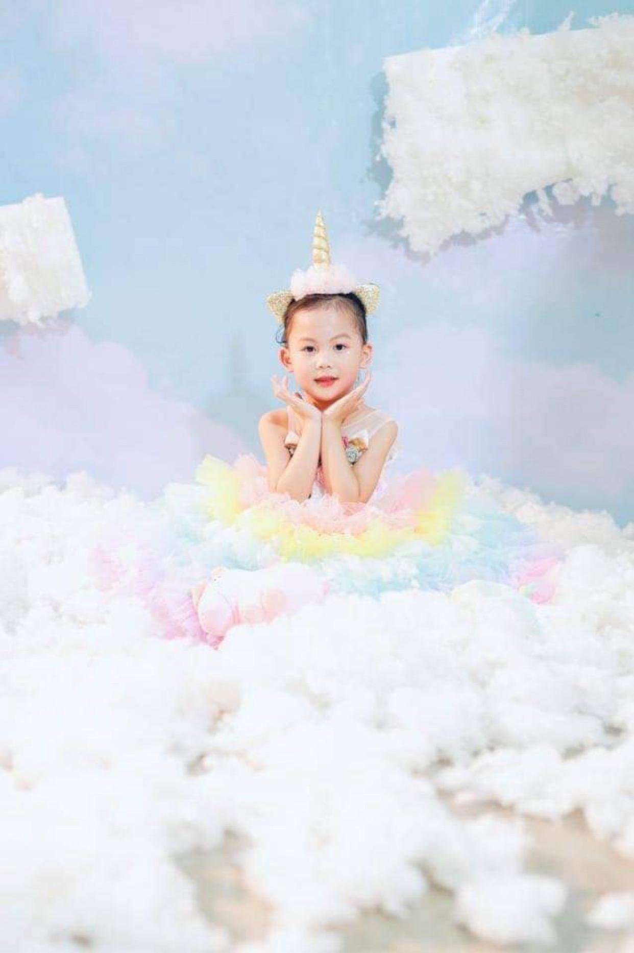 6bc9c79e a9bb 4814 a7c8 2cd10da1aa06 16322313343851547492112 Tan chảy với những nàng công chúa tí hon siêu đáng yêu