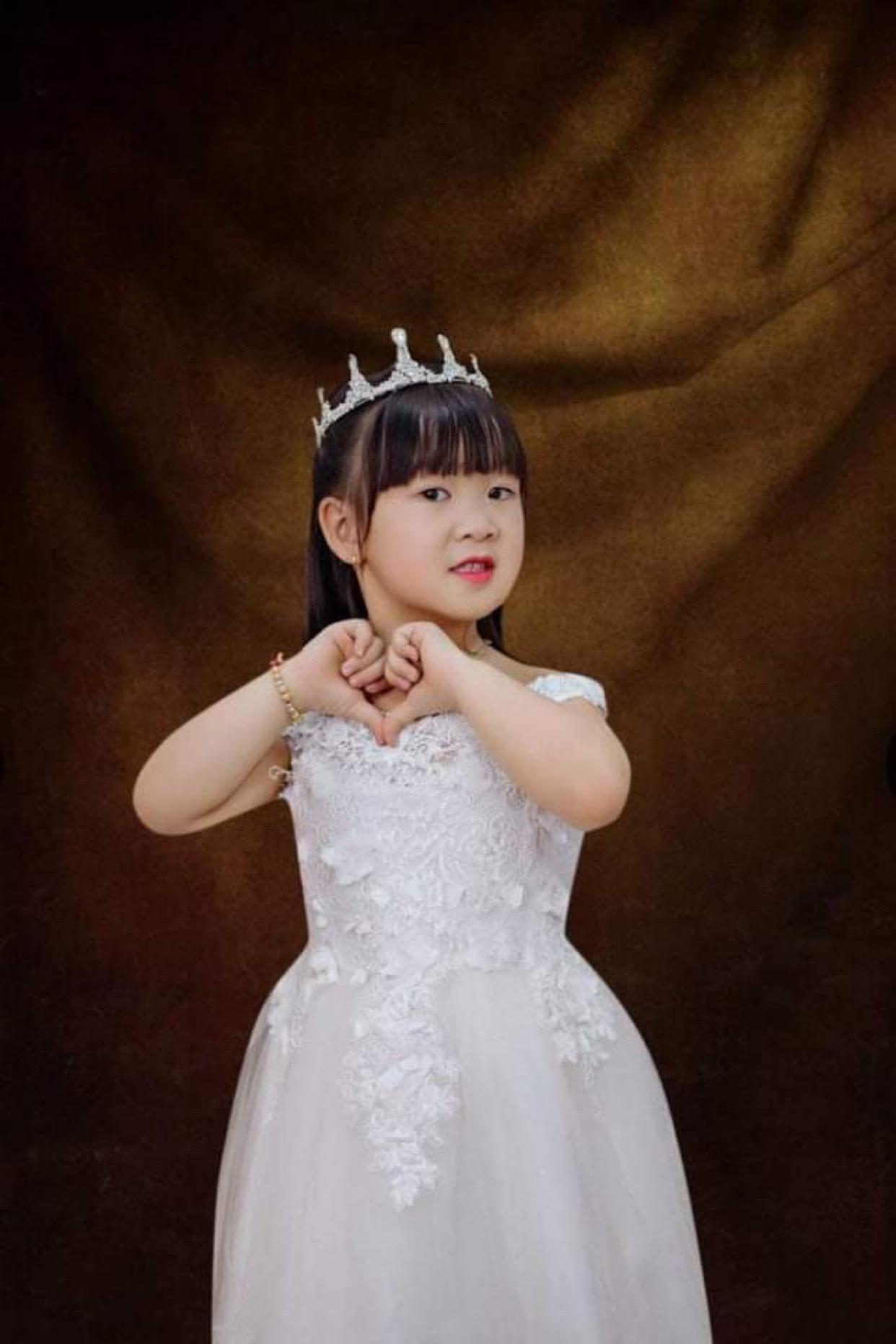 97ffec12 7ecf 45d1 beea f170fab95822 16322312881291542229194 Tan chảy với những nàng công chúa tí hon siêu đáng yêu