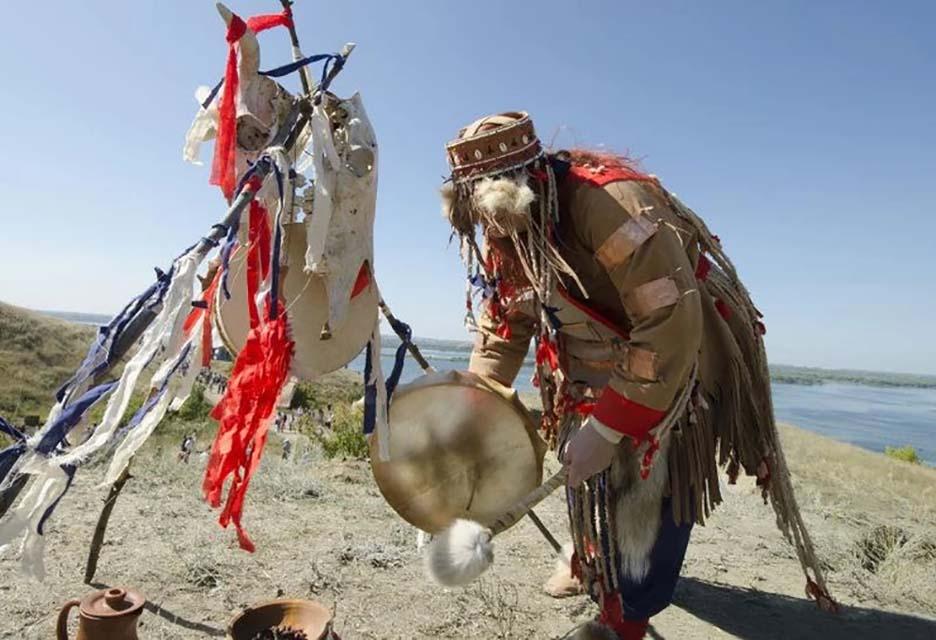 Lạ lùng bộ tộc Daur bói gan gà để chọn ngày cưới - Ảnh 3.
