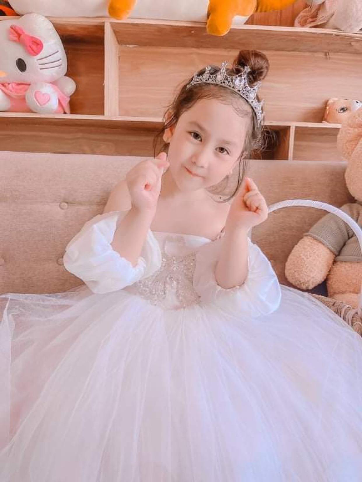 e3d908c6 ad44 41d9 ace1 8fcc709f7dd0 16322314857621085112509 Tan chảy với những nàng công chúa tí hon siêu đáng yêu