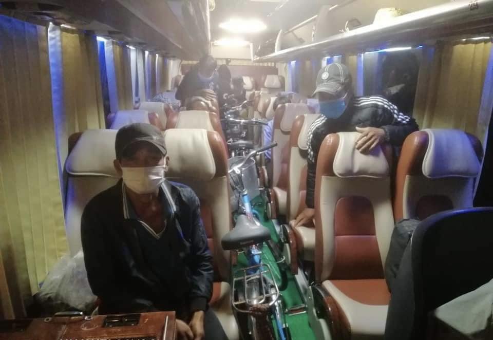 12 công dân đạp xe từ Nam Định đến Đắk Nông, được hỗ trợ xe đưa về đến Bình Dương buộc quay đầu - Ảnh 2.