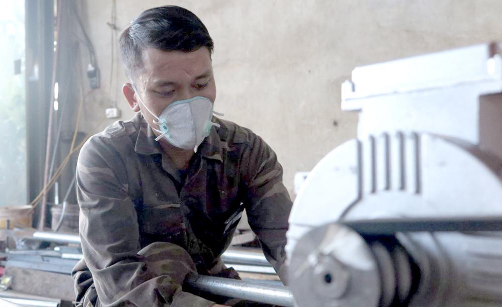 Phú Thọ: Trai làng 8X sáng chế ra xe jeep thùng rất ngầu, ai nhìn thấy cũng trầm trồ phục lăn - Ảnh 1.