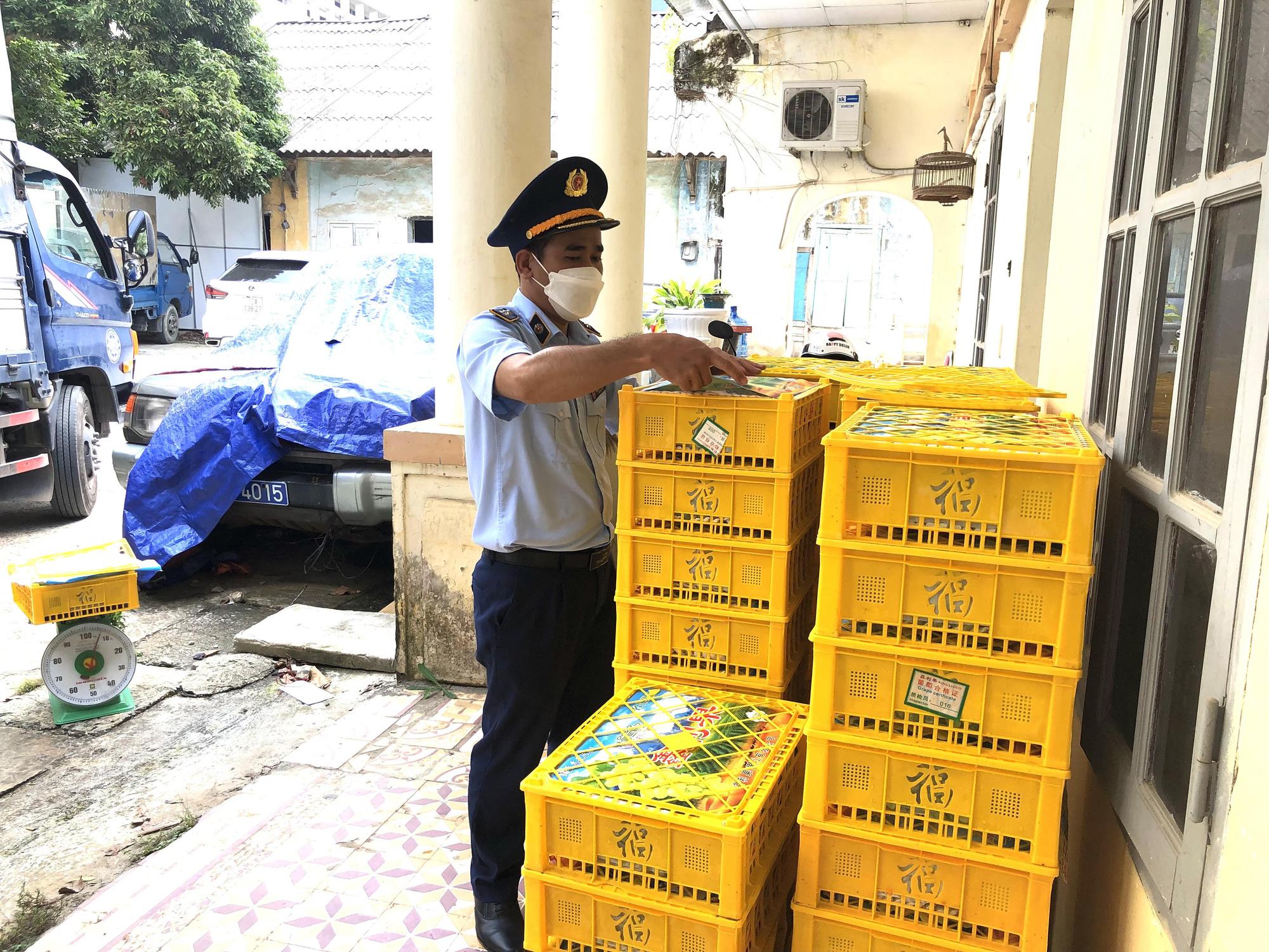 Gần 1,7 tấn nho xanh Trung Quốc nhập lậu bị thu giữ tại Lạng Sơn - Ảnh 1.