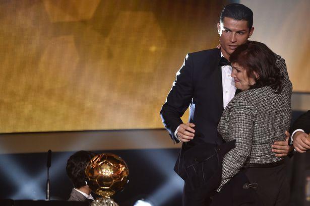 Mẹ Ronaldo luôn dõi theo con trai thi đấu. Ảnh:Goal