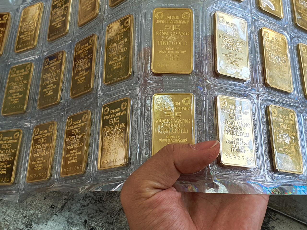 Giá vàng hôm nay 22/9: Vàng SJC tăng 300.000 đồng/lượng - Ảnh 1.