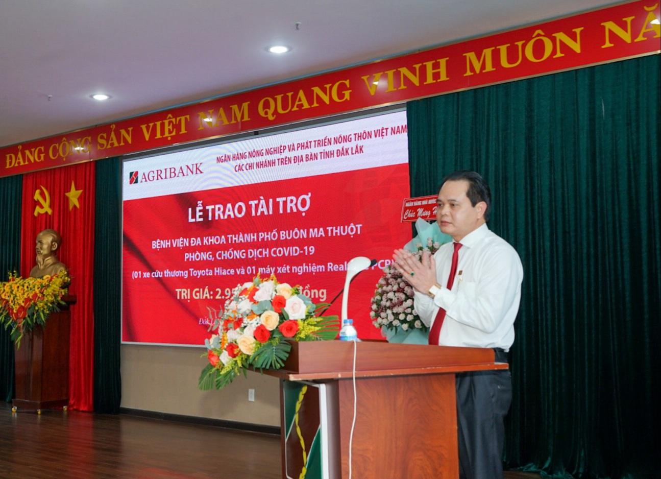 Các chi nhánh Agribank trên địa bàn tỉnh Đắk Lắk trao gói an sinh xã hội trị giá gần 3 tỷ đồng - Ảnh 2.