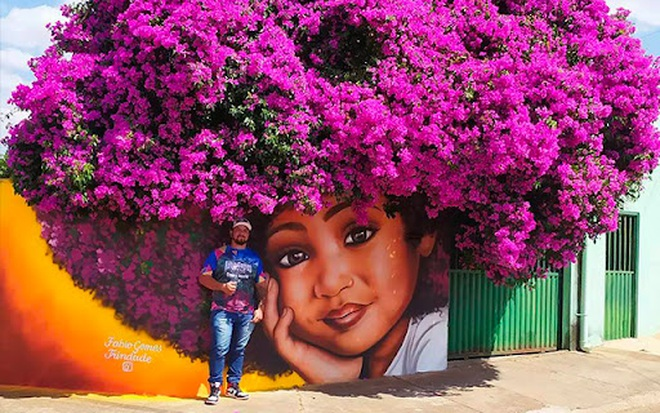 Bức tranh cô bé với mái tóc là giàn hoa giấy khổng lồ gây sốt mạng xã hội - Ảnh 3.