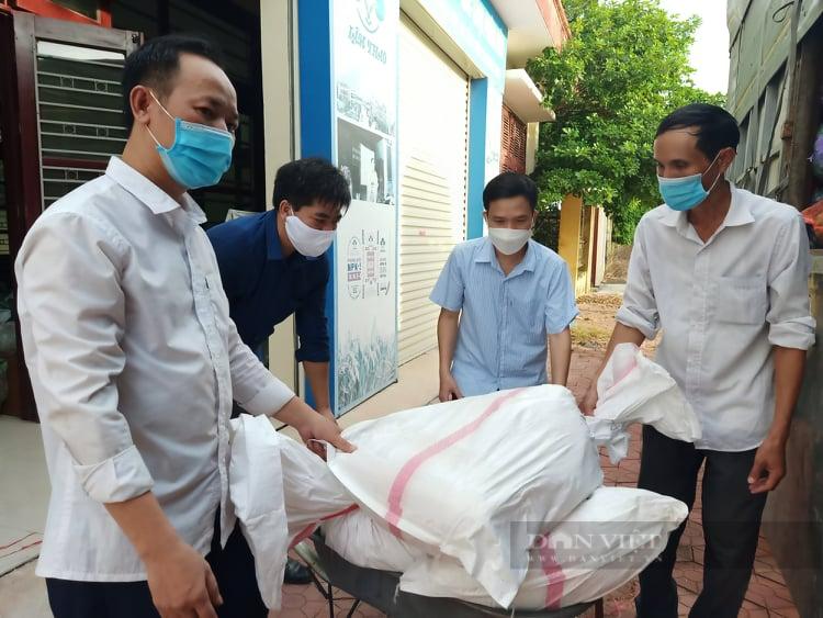 Hải Dương: Hàng chục tấn nông sản được Hội nông dân chung tay tiêu thụ vào thị trường Hà Nội - Ảnh 2.