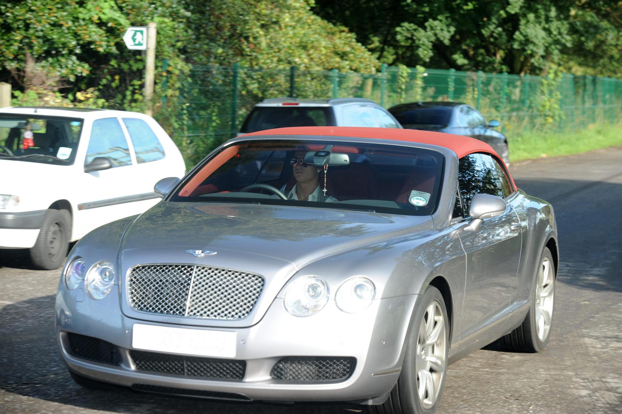Cận cảnh bộ sưu tập siêu xe trị giá 17 triệu bảng Anh của Cristiano Ronaldo - Ảnh 12.