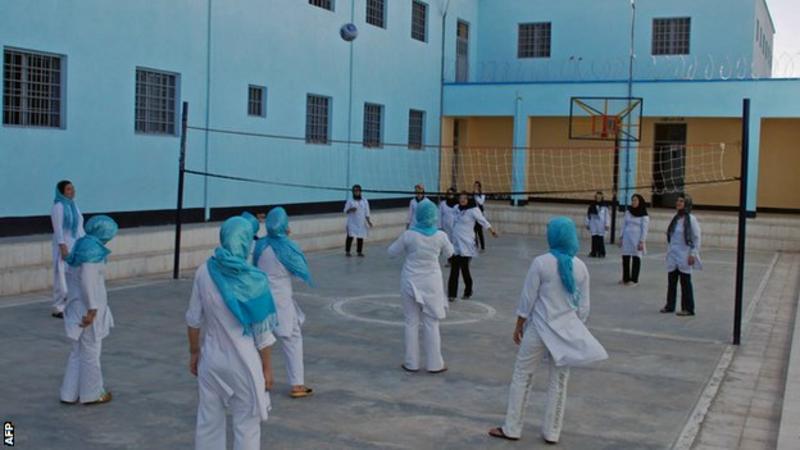"""Nữ VĐV bóng chuyền Afghanistan chia sẻ về cuộc sống """"địa ngục"""" dưới thời Taliban - Ảnh 4."""