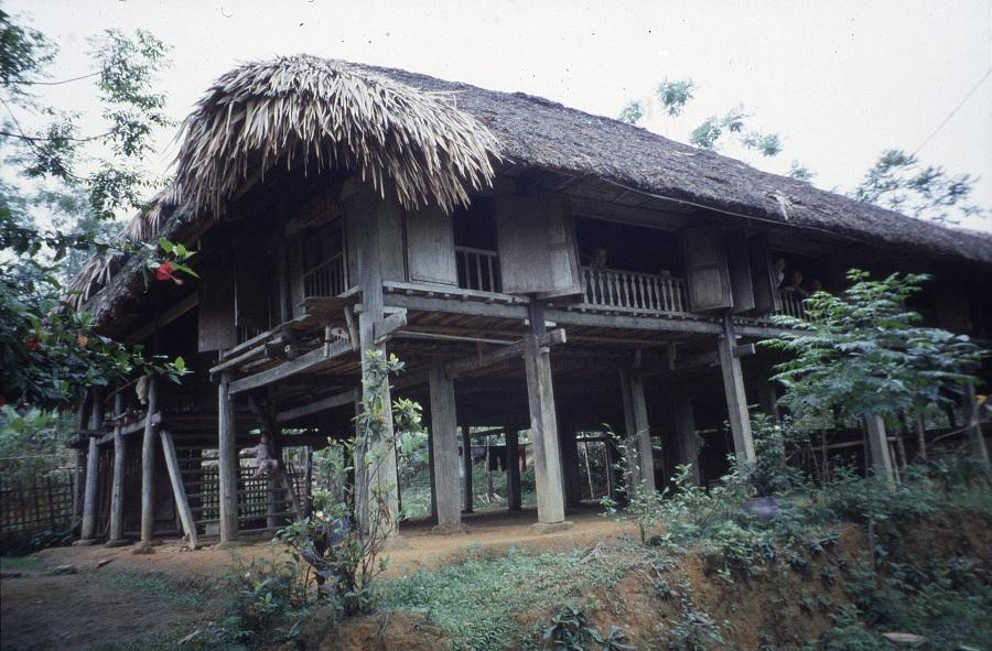 Kể chuyện làng: Căn nhà sàn trong ký ức - Ảnh 2.