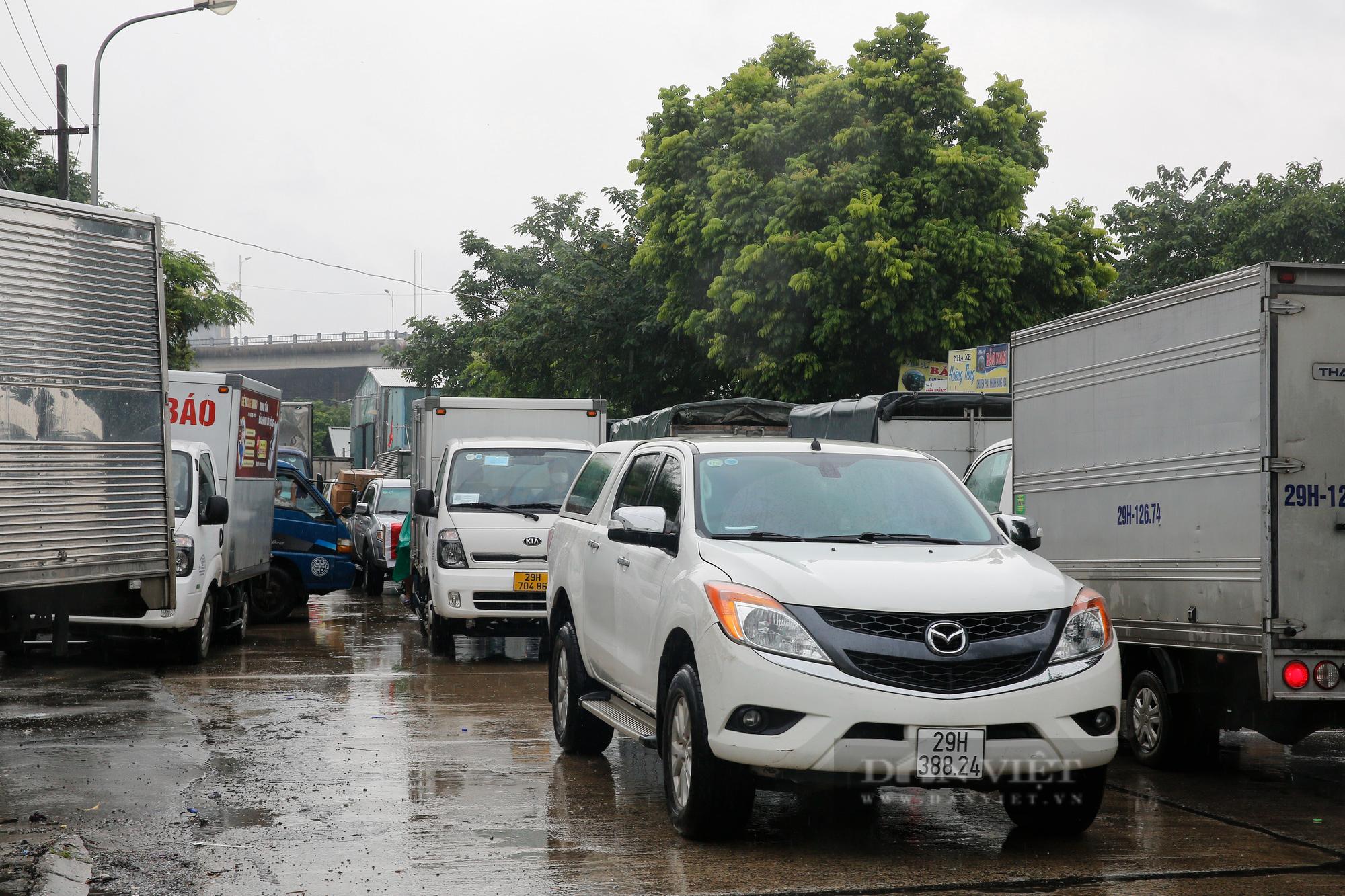 Cảng Hà Nội ùn tắc kéo dài hàng Km sau khi nới lỏng giãn cách  - Ảnh 7.