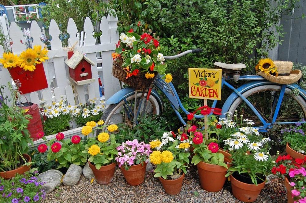 Tận dụng đồ cũ để trang trí khiến khu vườn của bạn trở nên sống động hơn bao giờ hết - Ảnh 1.