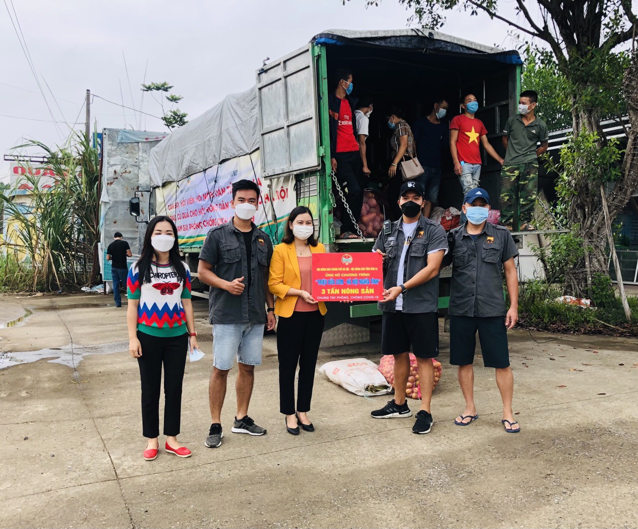 Hội Nông dân Sơn La hỗ trợ trên 100 tấn nông sản cho các tỉnh, thành phố chống dịch - Ảnh 3.