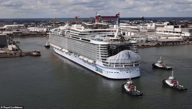 Đây là con tàu du lịch lớn nhất thế giới, có thể đón 7.000 khách cùng 2.300 thủy thủ đoàn - Ảnh 1.