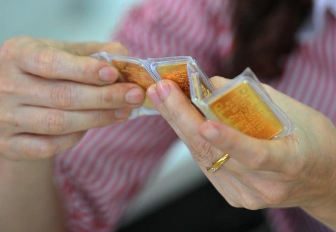 Kinh tế nóng nhất: Giá vàng trong nước đắt hơn thế giới 9 triệu đồng - Ảnh 1.