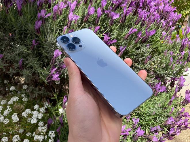 Đây là iPhone 13 Pro Max phiên bản màu Sierra Blue mới với tông màu xanh nhạt hơn rất nhiều so với iPhone 12 Pro Max bản Pacific Blue. Ảnh: @Pixabay.