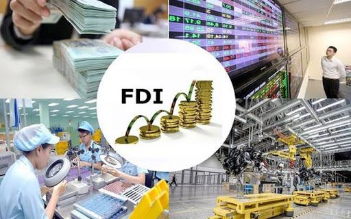 Kinh tế nóng nhất: Giá vàng trong nước đắt hơn thế giới 9 triệu đồng - Ảnh 3.
