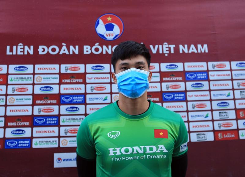 Thủ môn Nguyễn Văn Hoàng nói về sự cạnh tranh ở ĐT Việt Nam - Ảnh 1.