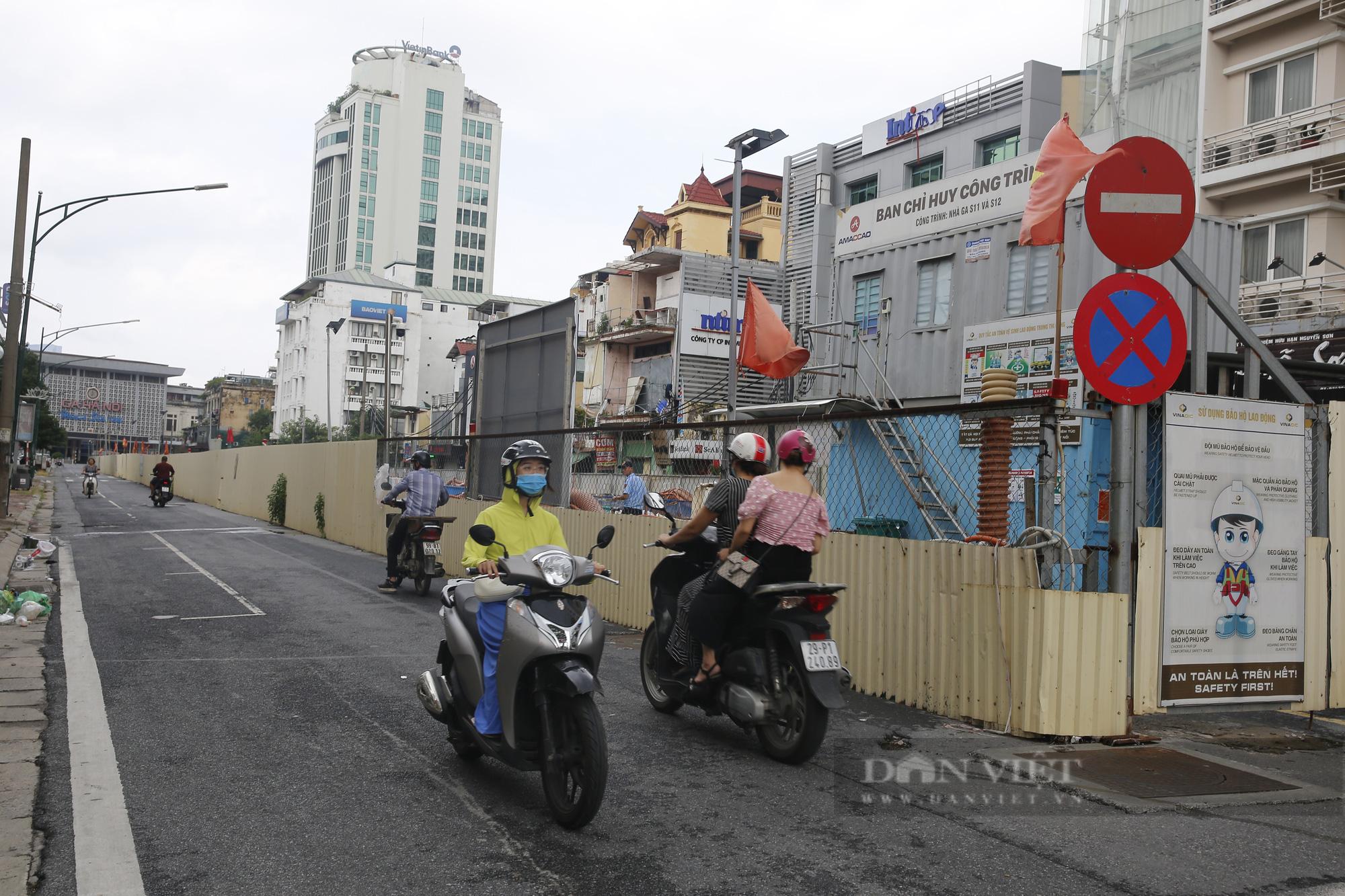 Cận cảnh khu vực ga ngầm tuyến Metro Nhổn - ga Hà Nội bị dừng thi công - Ảnh 1.