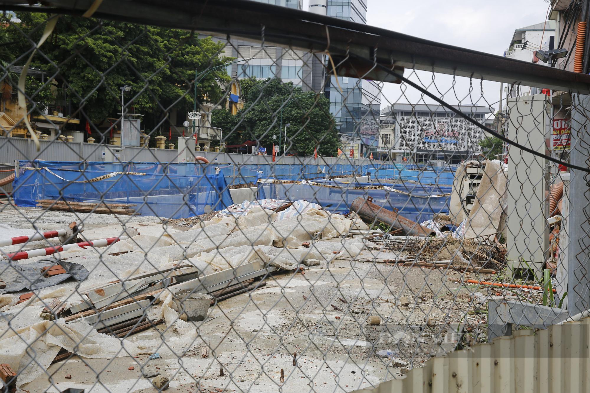Cận cảnh khu vực ga ngầm tuyến Metro Nhổn - ga Hà Nội bị dừng thi công - Ảnh 3.