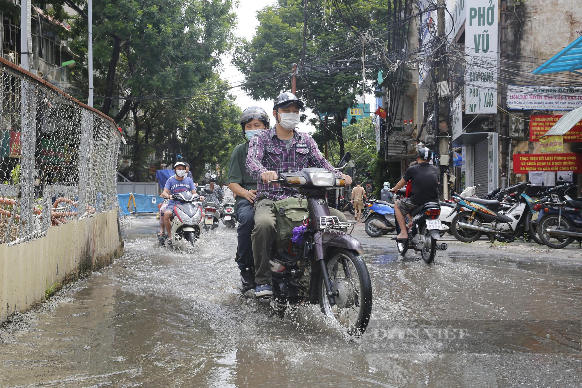 Cận cảnh khu vực ga ngầm tuyến Metro Nhổn - ga Hà Nội bị dừng thi công - Ảnh 8.