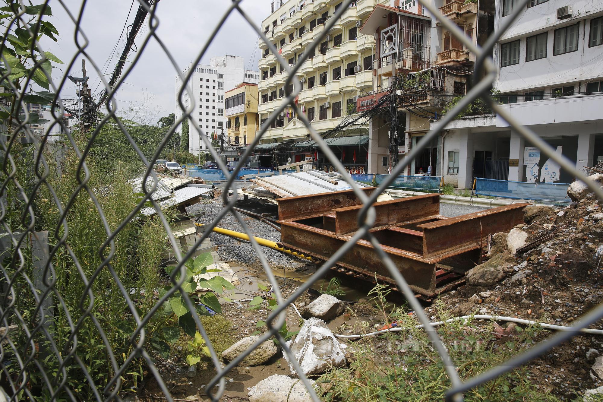 Cận cảnh khu vực ga ngầm tuyến Metro Nhổn - ga Hà Nội bị dừng thi công - Ảnh 9.