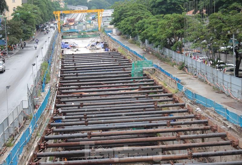 Cận cảnh ga ngầm metro Hà Nội bị nhà thầu nước ngoài dừng thi công - Ảnh 11.