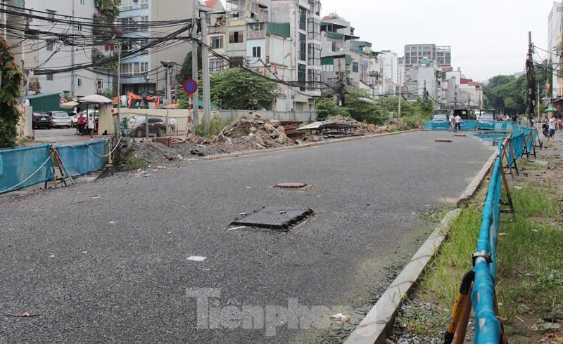 Cận cảnh ga ngầm metro Hà Nội bị nhà thầu nước ngoài dừng thi công - Ảnh 2.