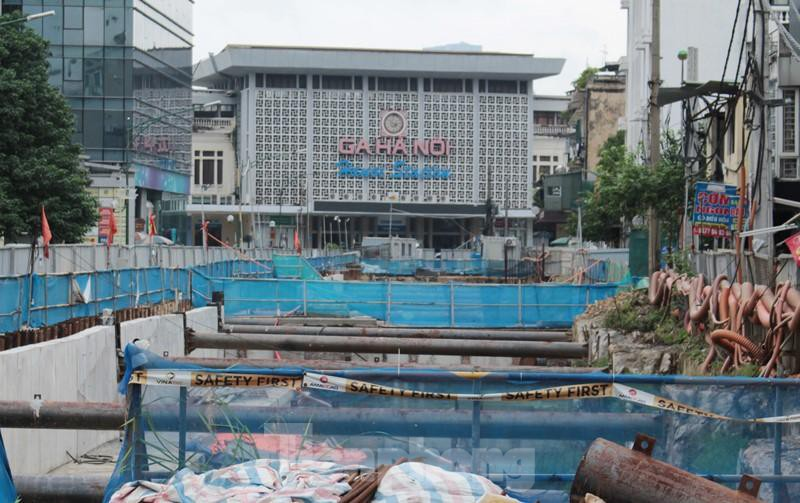 Cận cảnh ga ngầm metro Hà Nội bị nhà thầu nước ngoài dừng thi công - Ảnh 5.