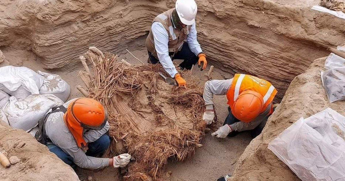 Sốc: Tìm thấy hài cốt của 8 người được chôn cất bên trong ngôi mộ 800 năm tuổi - Ảnh 1.