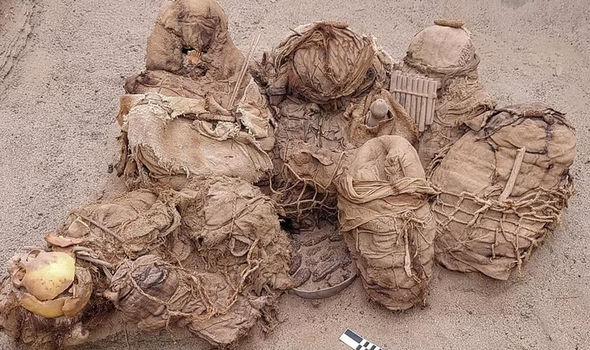 Sốc: Tìm thấy hài cốt của 8 người được chôn cất bên trong ngôi mộ 800 năm tuổi - Ảnh 2.