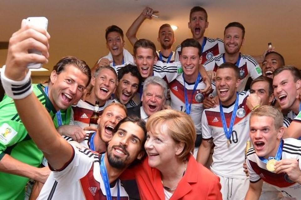 Thủ tướng Đức Angela Merkel và tình yêu tuyệt vời dành cho bóng đá - Ảnh 4.