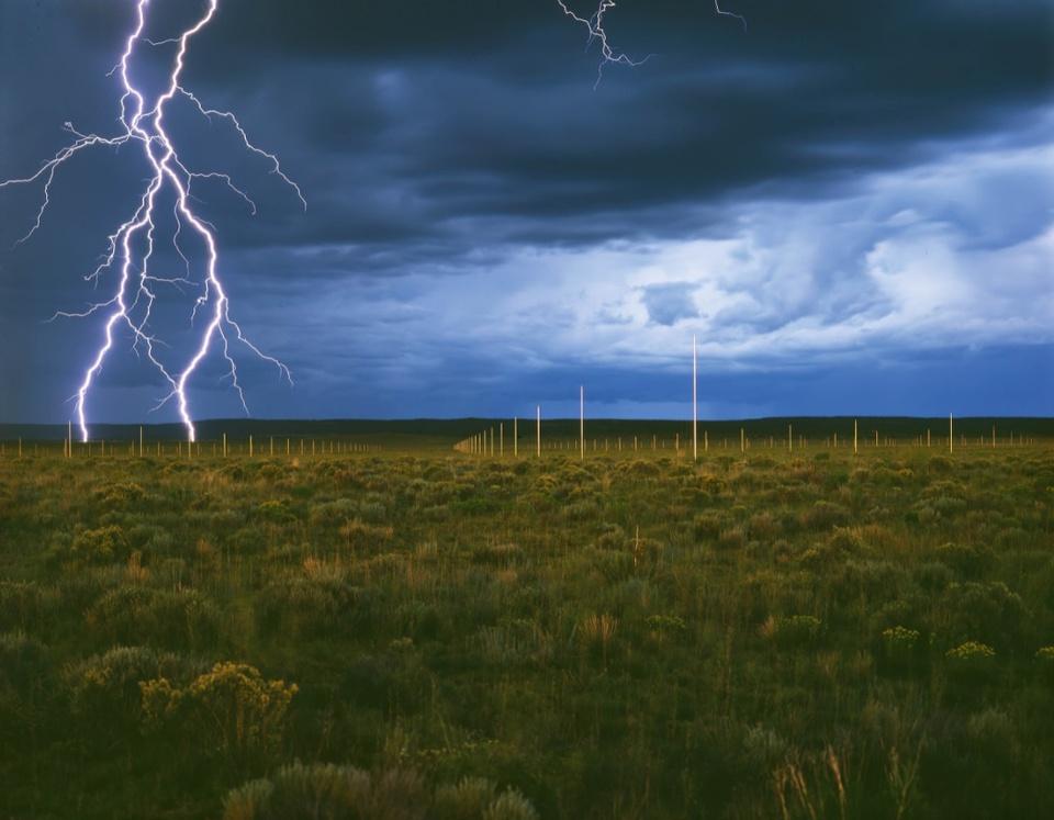 Kỳ lạ cánh đồng 1 km2 dành cho du khách xem sét đánh sáng trời ở Mỹ - Ảnh 3.