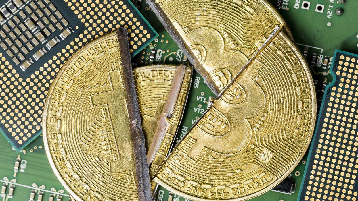 Giới chức Trung Quốc thông báo các biện pháp siết chặt hơn nữa việc đào tiền mã hóa. Ảnh: @AFP.