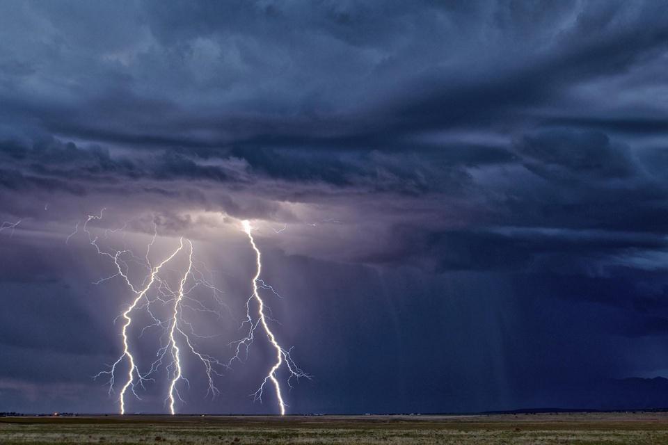 Kỳ lạ cánh đồng 1 km2 dành cho du khách xem sét đánh sáng trời ở Mỹ - Ảnh 7.