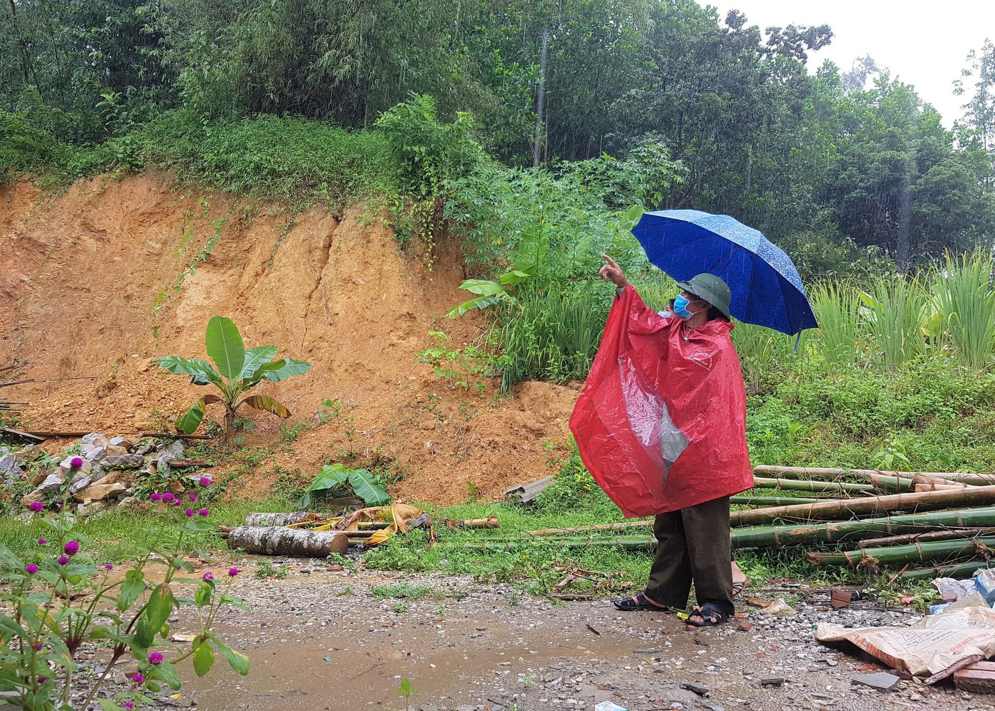 """Đồi Vó Nước """"nứt toác"""" vì mưa lớn, Ninh Bình di dời khẩn cấp nhiều hộ dân - Ảnh 6."""