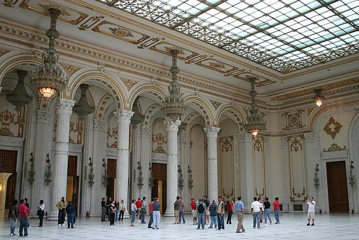 """Những kỳ quan cung điện """"hớp hồn"""" khách du lịch bởi sự hoành tráng, lộng lẫy và cả nét huyền bí - Ảnh 3."""