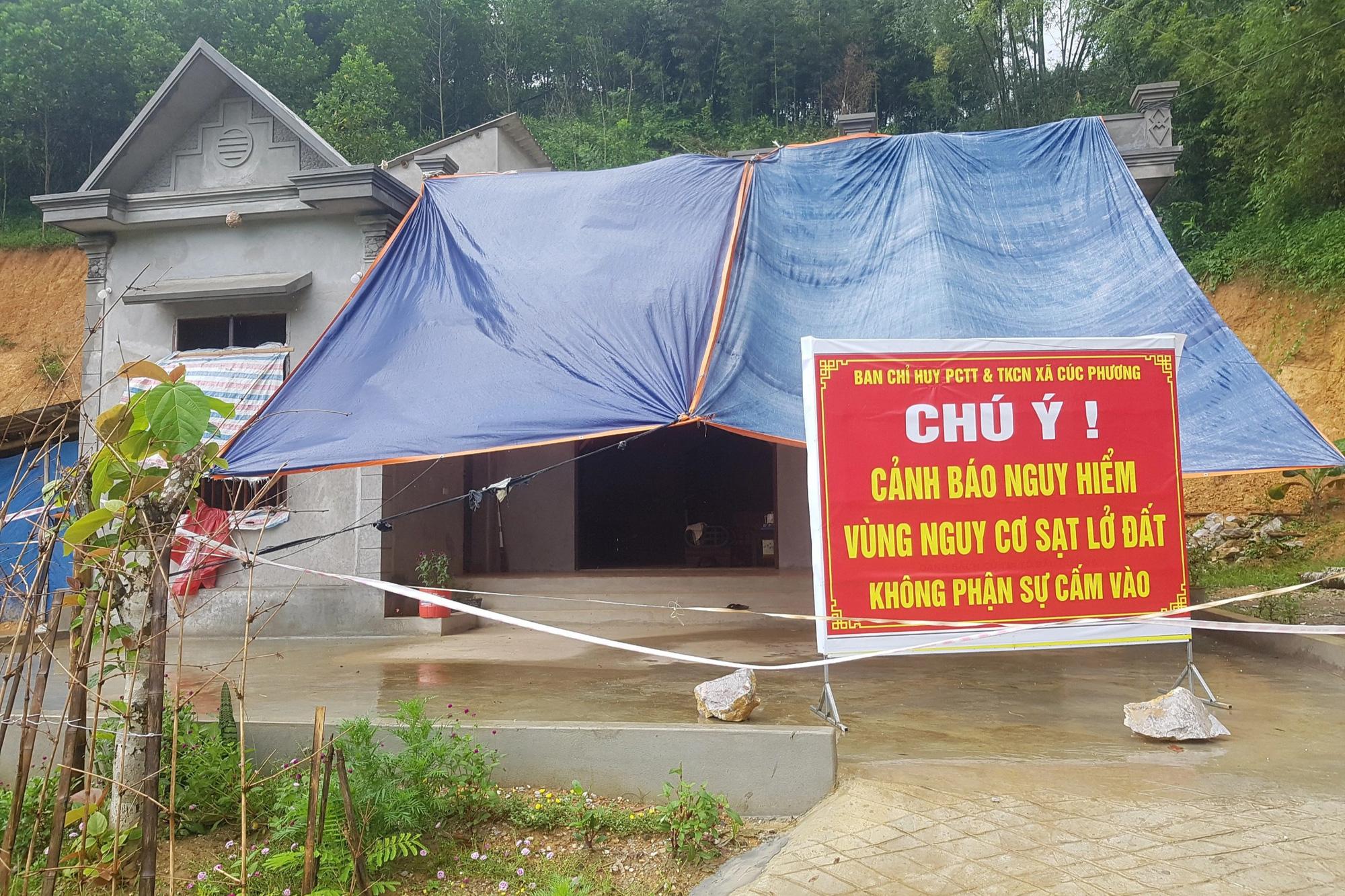 """Đồi Vó Nước """"nứt toác"""" vì mưa lớn, Ninh Bình di dời khẩn cấp nhiều hộ dân - Ảnh 3."""