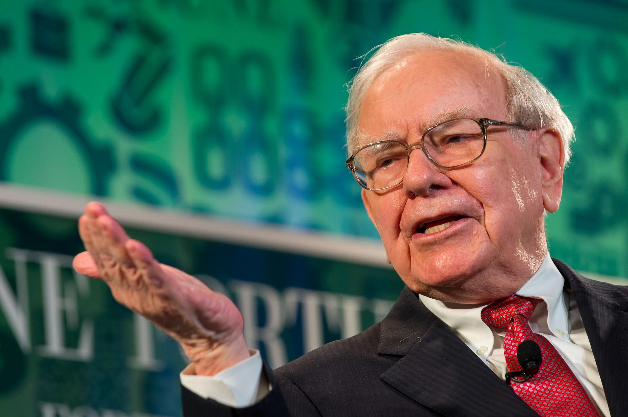 Trong 40 năm điều hành đế chế đầu tư Berkshire Hathaway, ông nhận mức lương khá khiêm tốn. Ảnh: @AFP.