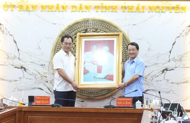 Ông Hầu A Lềnh, Bộ trưởng, Chủ nhiệm Ủy ban Dân tộc của Chính phủ làm việc với Ủy ban nhân dân tỉnh Thái Nguyên - Ảnh 2.