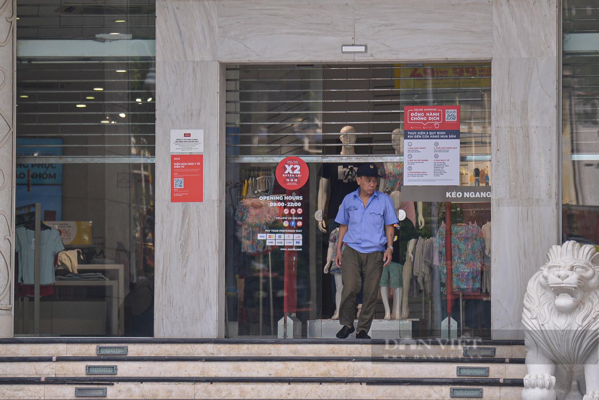 """Hà Nội: Các tuyến phố """"thời trang"""" hé cửa đón khách giữa mùa dịch - Ảnh 9."""