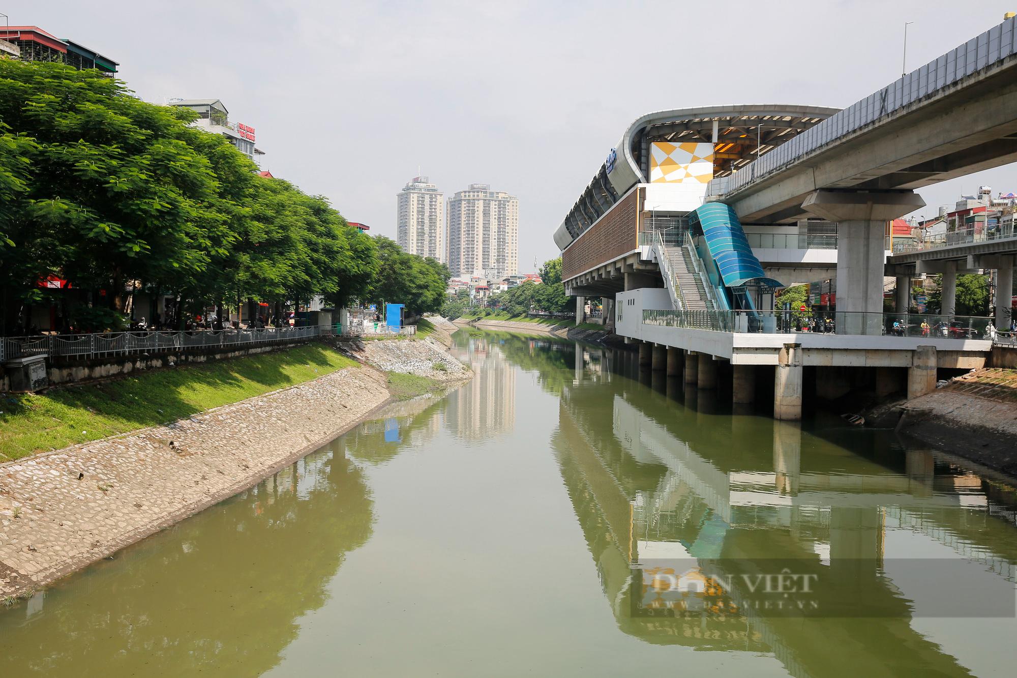 Vẻ đẹp khác lạ của con sông ô nhiễm nhất Hà Nội sau khi đổi màu nước - Ảnh 4.