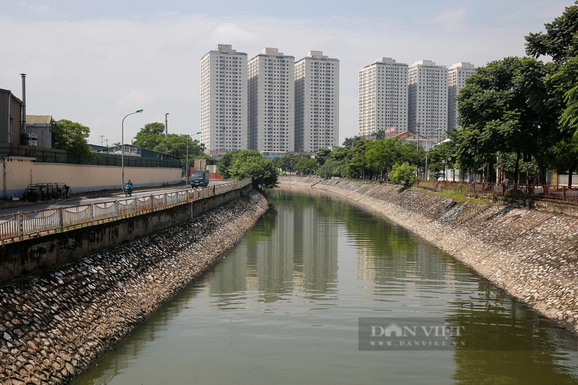 Vẻ đẹp khác lạ của con sông ô nhiễm nhất Hà Nội sau khi đổi màu nước - Ảnh 9.