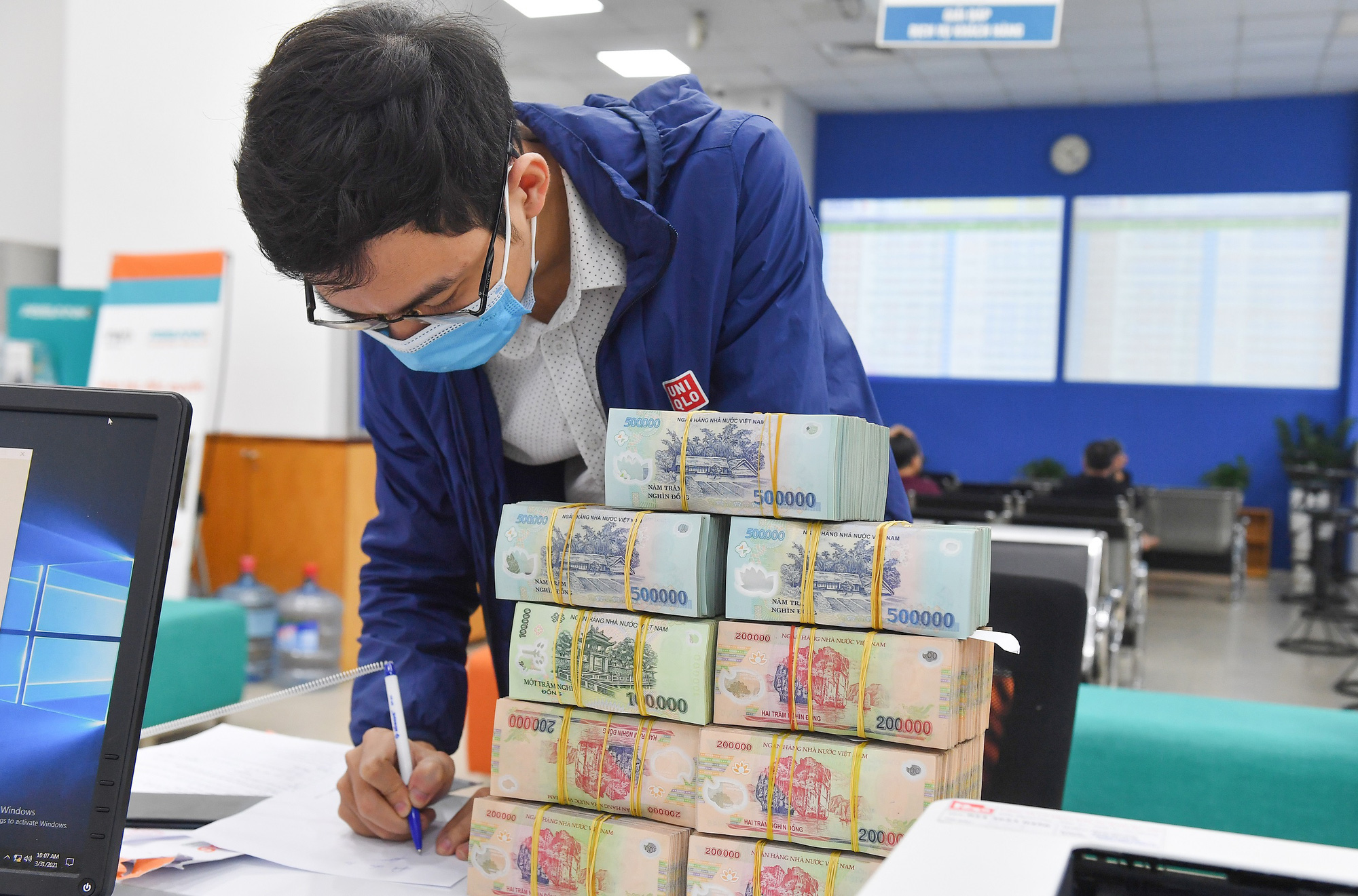 Thống đốc NHNN: Sẽ tăng hạn mức tín dụng cho các ngân hàng - Ảnh 1.