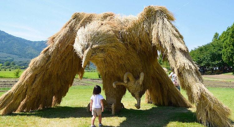 Ảnh: Nông dân Nhật Bản tạo ra các công trình nghệ thuật từ rơm rạ - Ảnh 1.