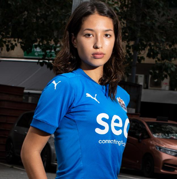 Vẻ đẹp của Á hậu Singapore lần đầu được gọi lên tuyển tham dự giải bóng đá nữ châu Á - Ảnh 1.