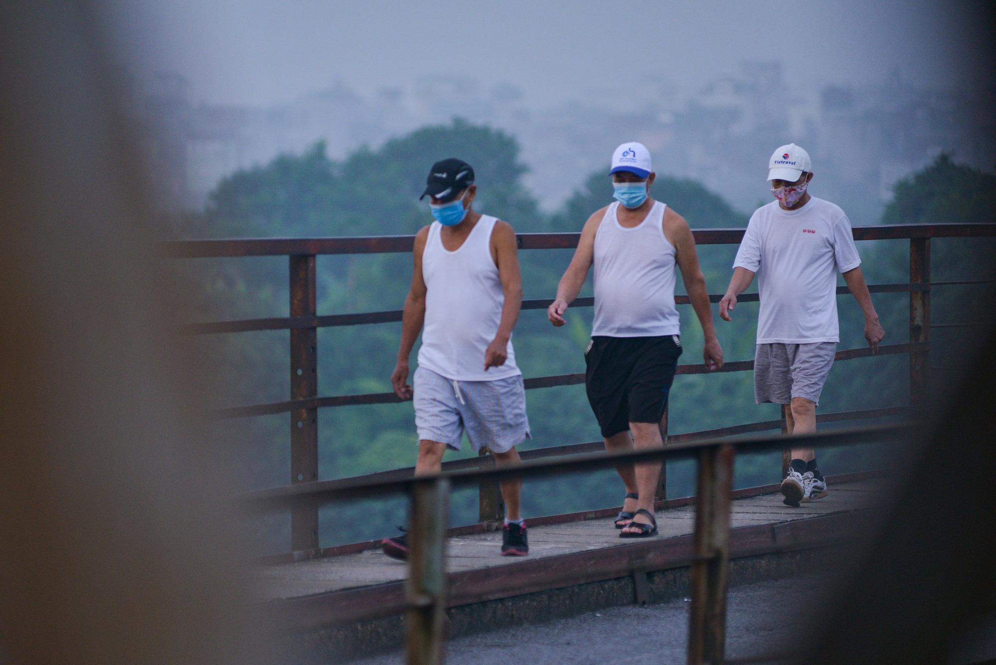 Bình minh trên những cây cầu sau khi Hà Nội nới lỏng giãn cách xã hội - Ảnh 11.