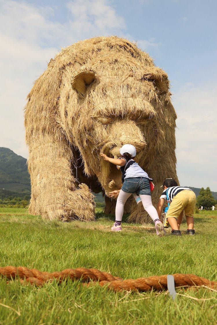 Ảnh: Nông dân Nhật Bản tạo ra các công trình nghệ thuật từ rơm rạ - Ảnh 2.